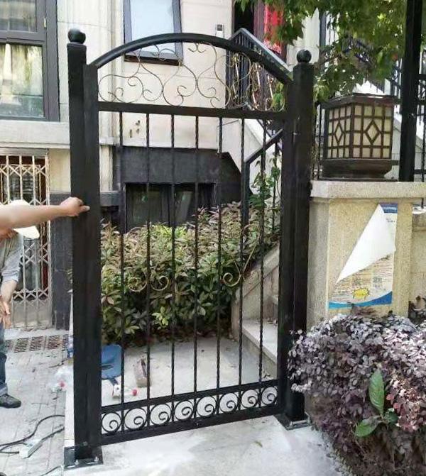 圣联香御公馆别墅铁艺围栏和铁艺大门